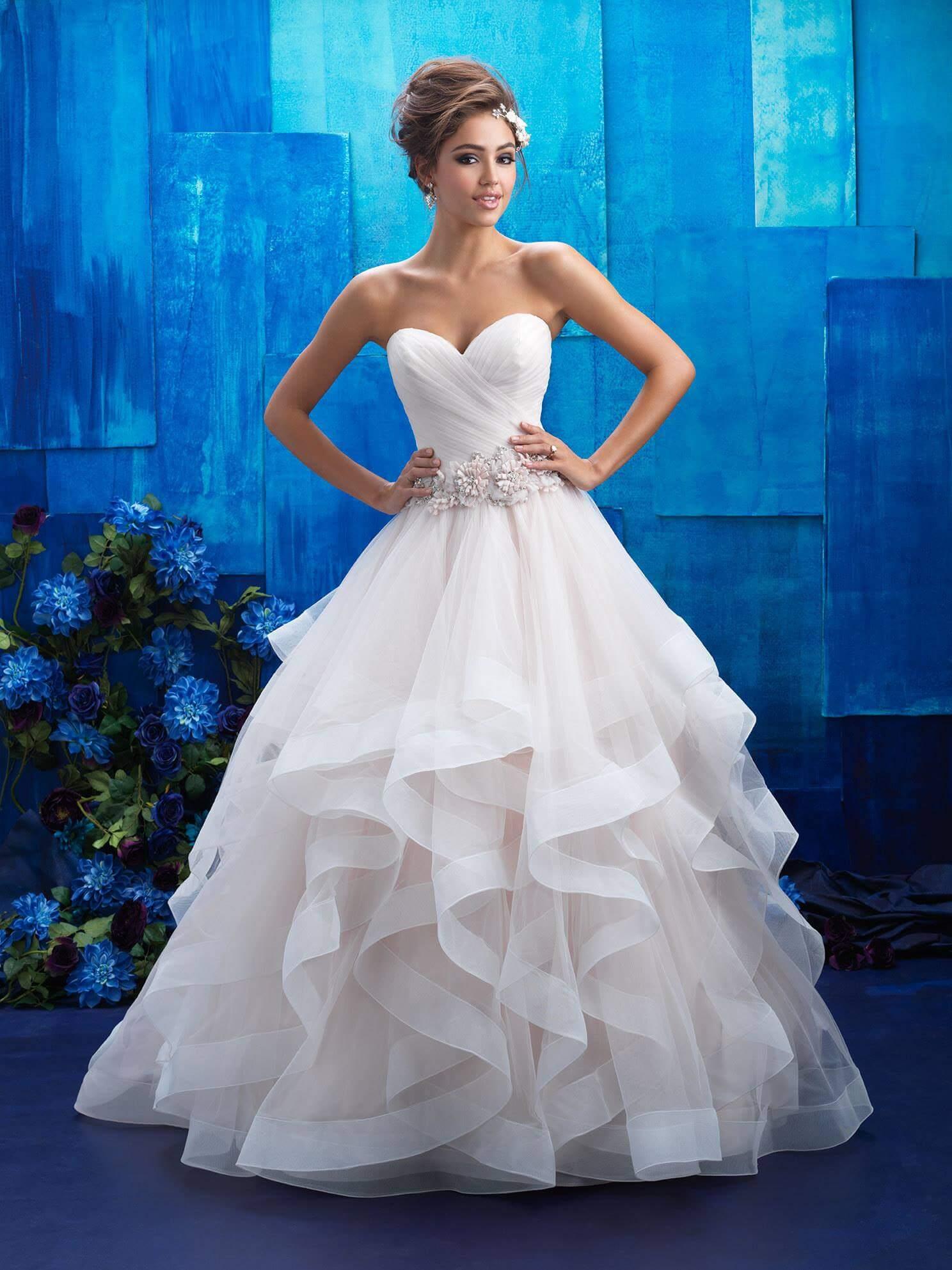 dolga_bogata_porocna_obleka_z_naborki_princess