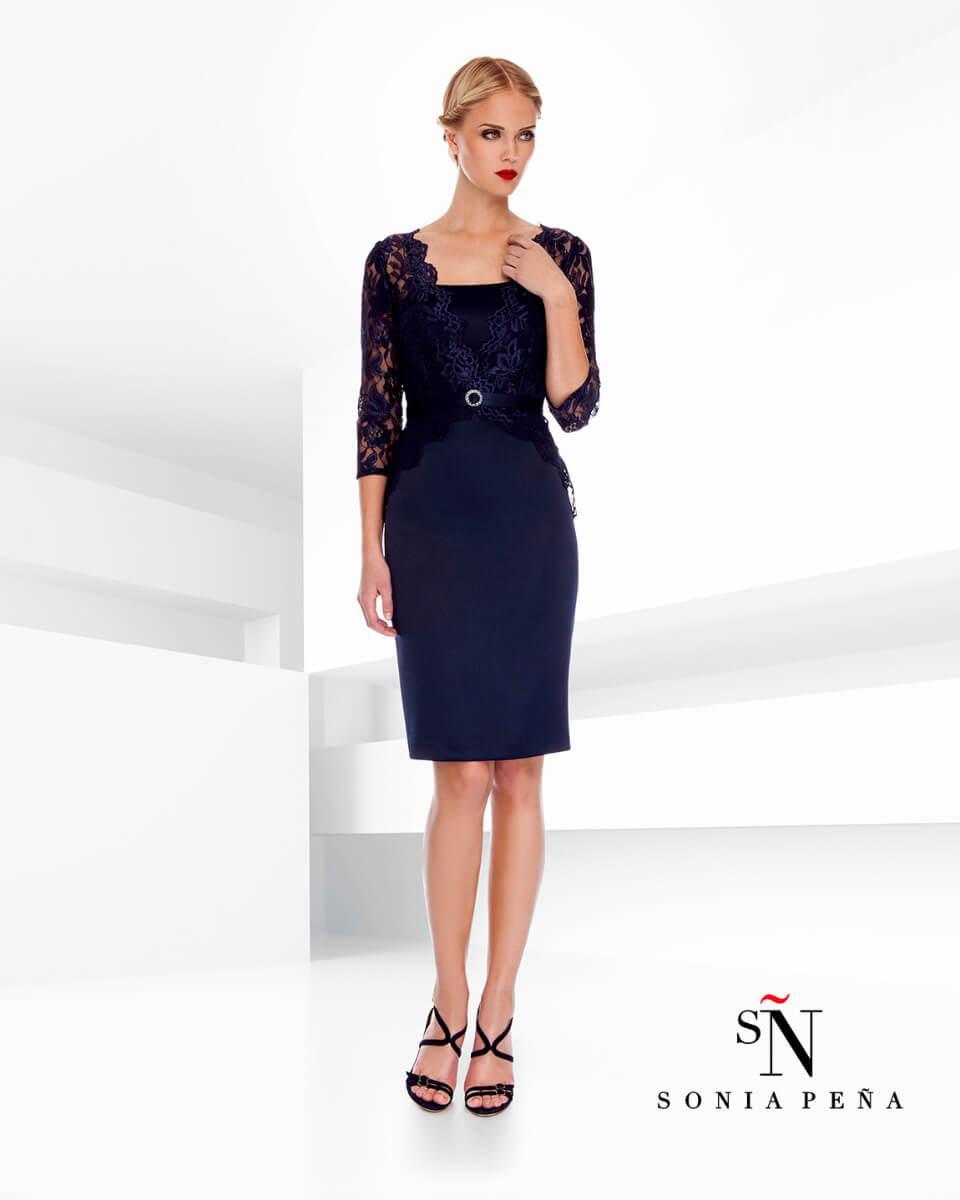 kratka_elegantna_svecana_obleka_z_rokavi_in_s_cipko_za_gospe