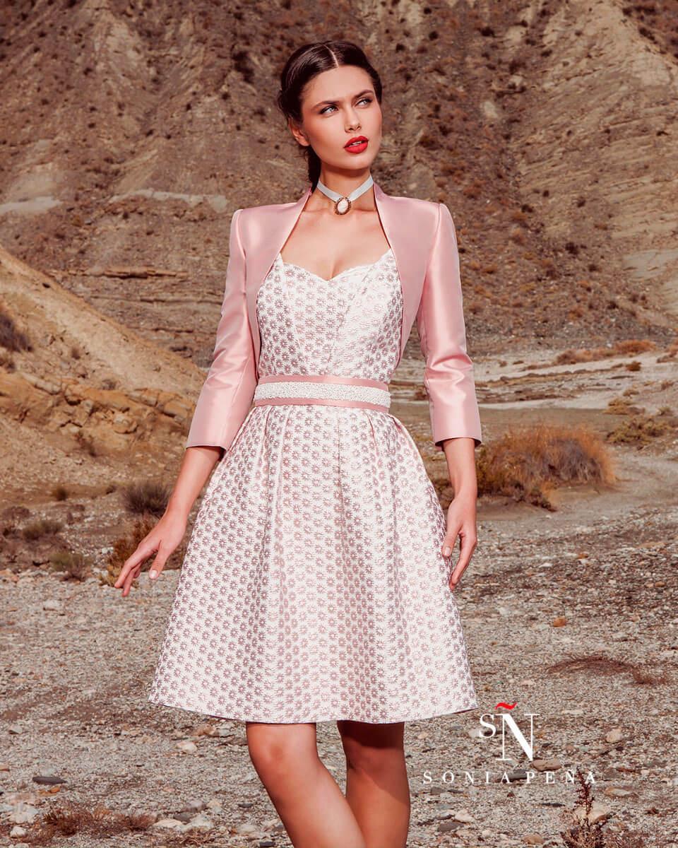krstka_elegantna_svecana_obleka_z_rozami_in_jakno
