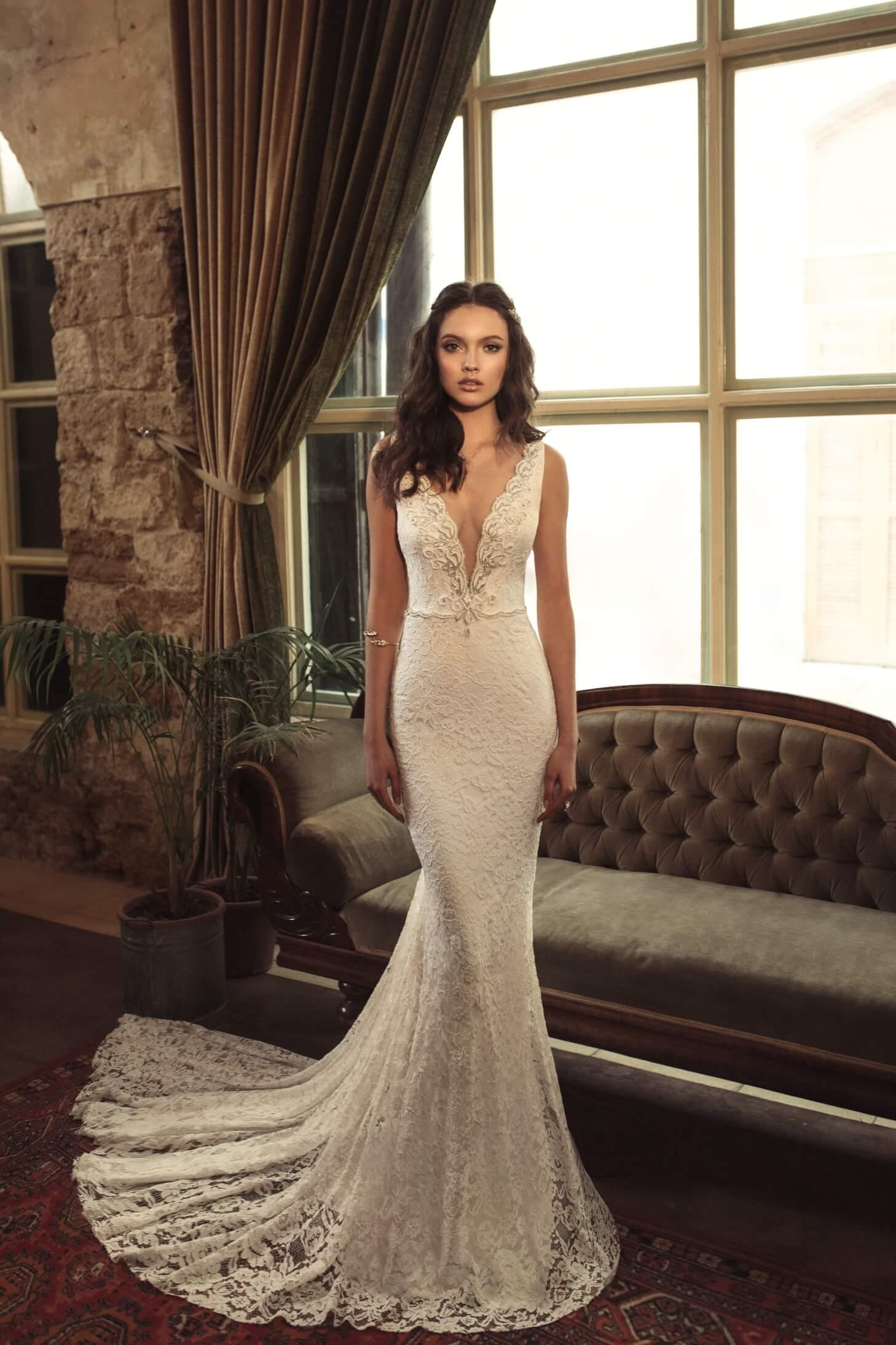 elegantna_cipkasta_porocna_obleka_z_naramnicami