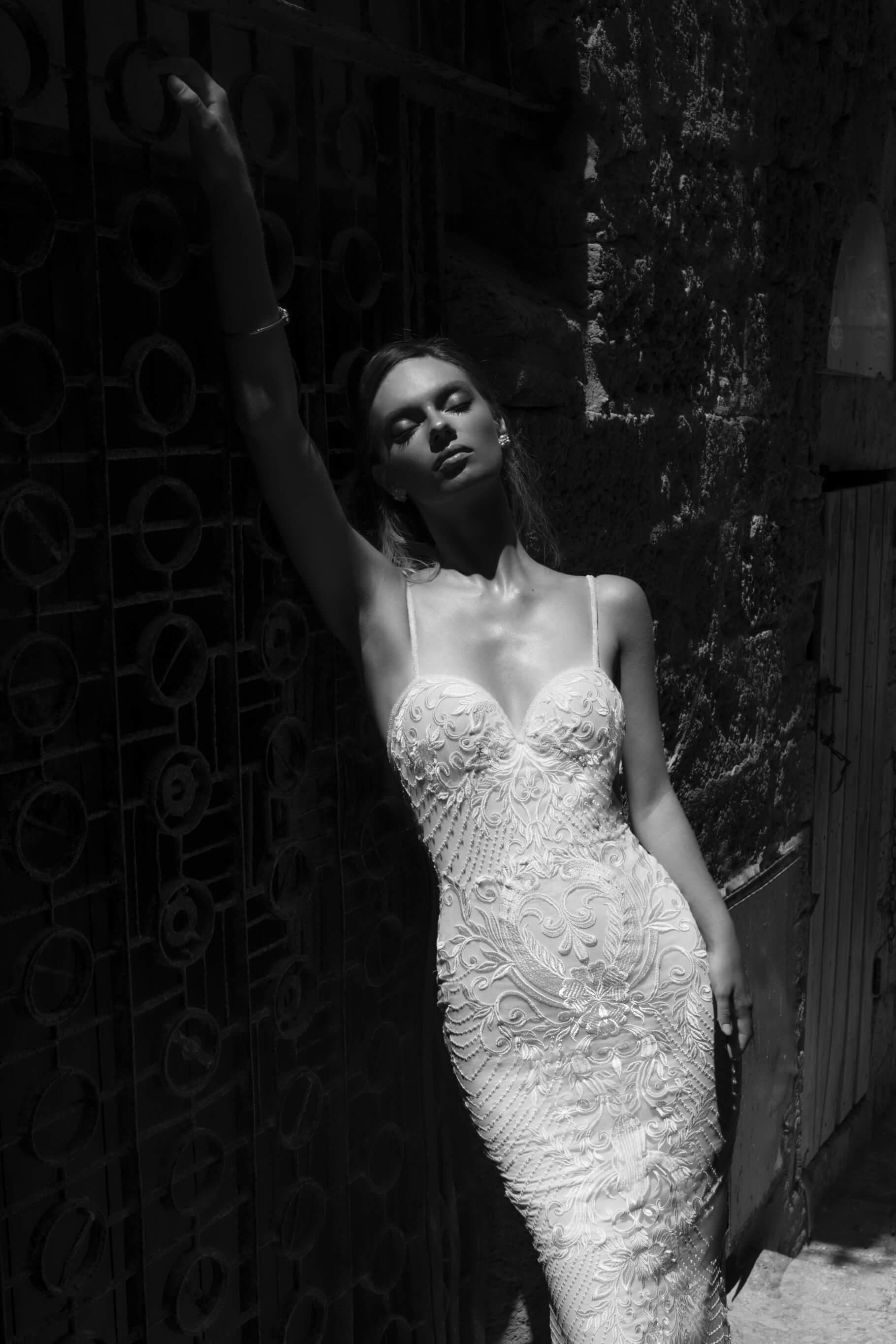 cipkasta_oprijeta_porocna_obleka_Julie_Vino