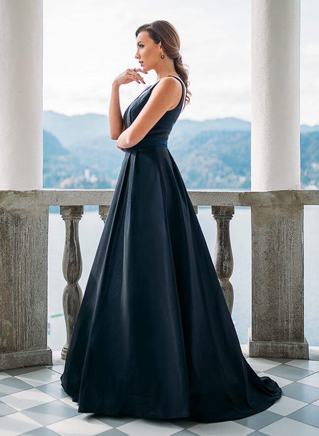 dolga_elegantna_gladka_maturantska_obleka_z_naramnicami