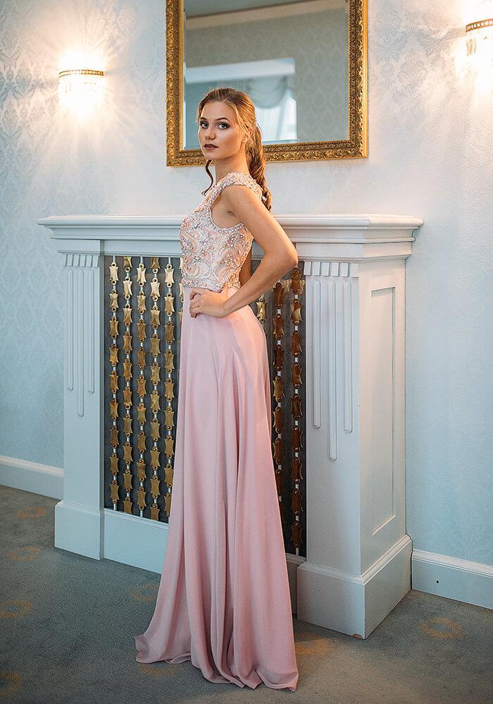 dolga_padajoca_maturantska_obleka_s_kristalcki