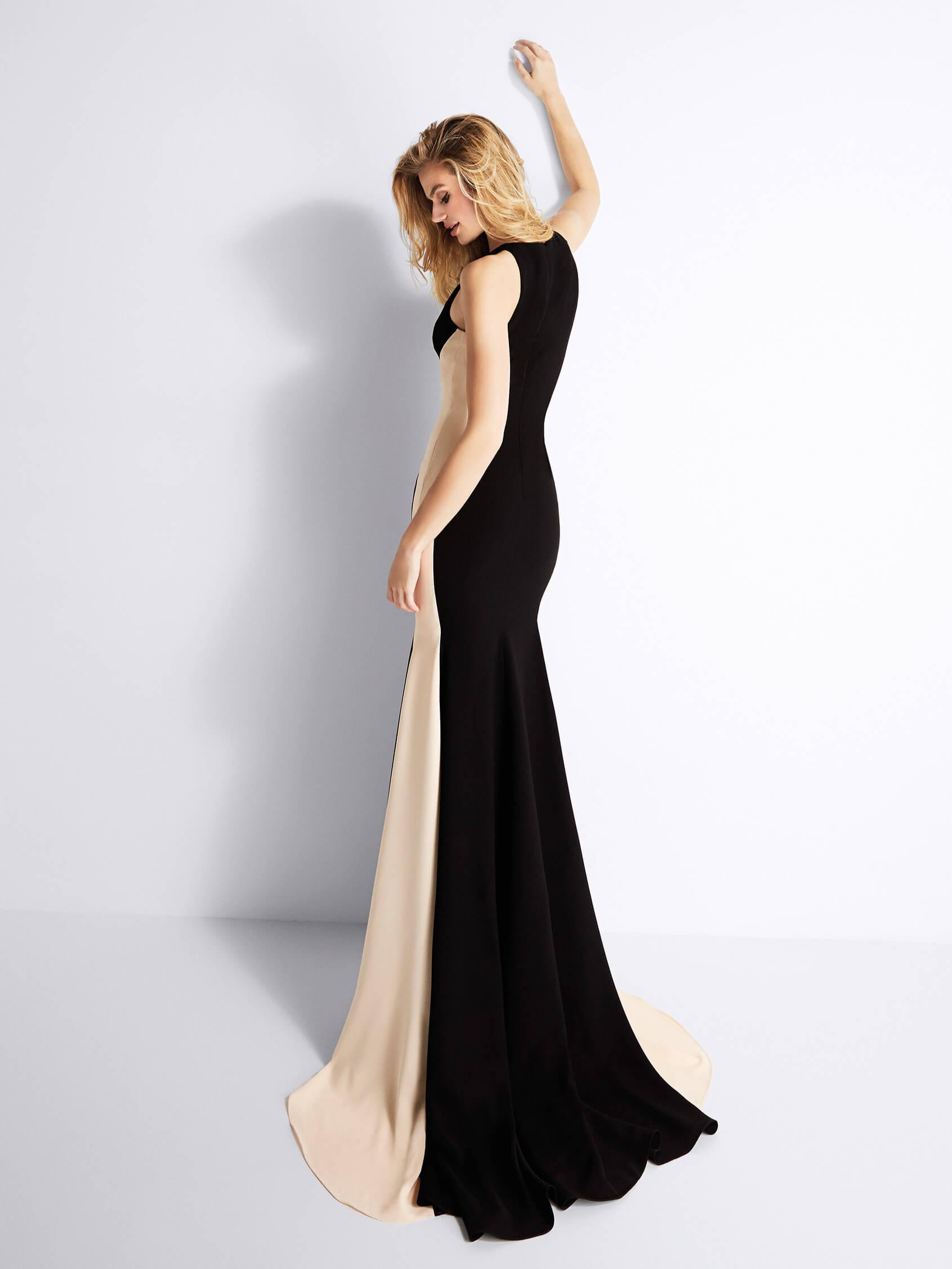 dolga_elegantna_vecerna_oprijeta_crna-obleka