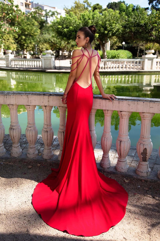 dolga_oprijeta_vecerna_maturantska_obleka_z_odprtim_hrbtom