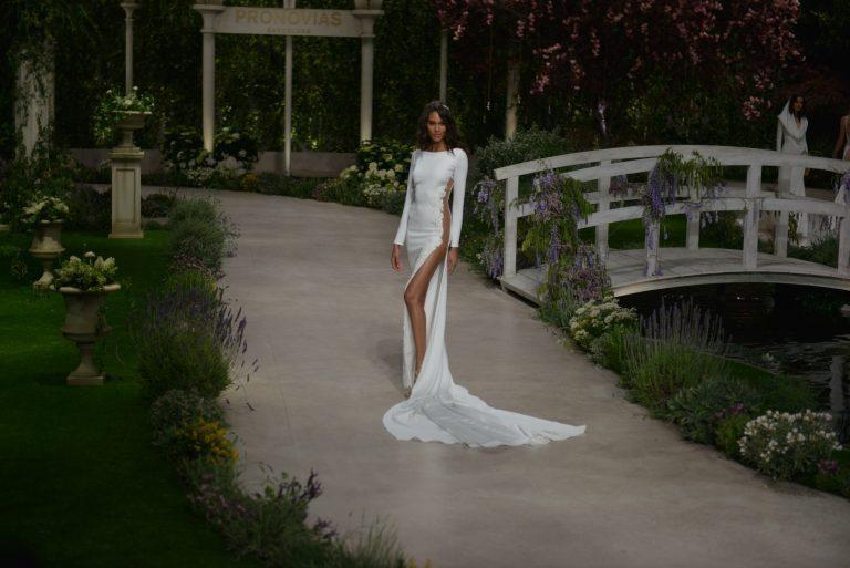 gladke poročne obleke