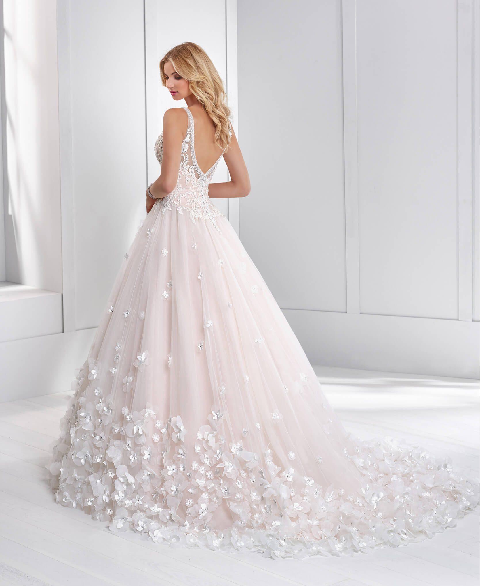 princess_bogata_porocna_obleka_z_naramnicami_rozami_in_cipko
