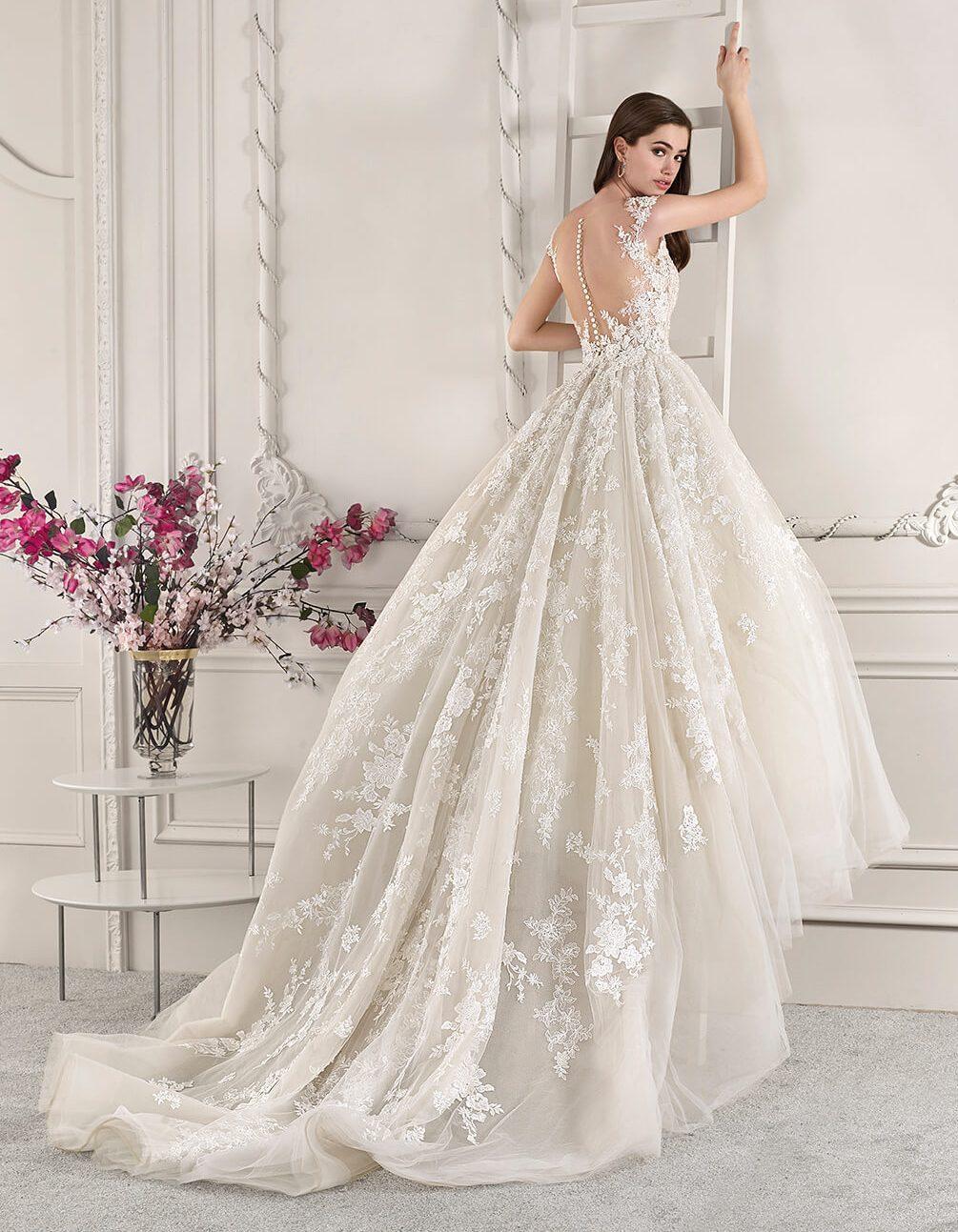 razkosna_bogata_princess_porocna_obleka_s_cipkami