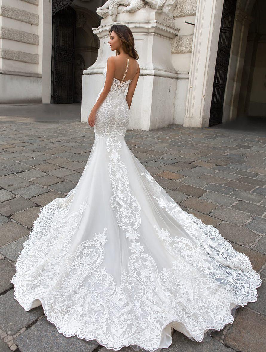 glamur_porocna_obleka_oprijeta_z_ogrinjalom