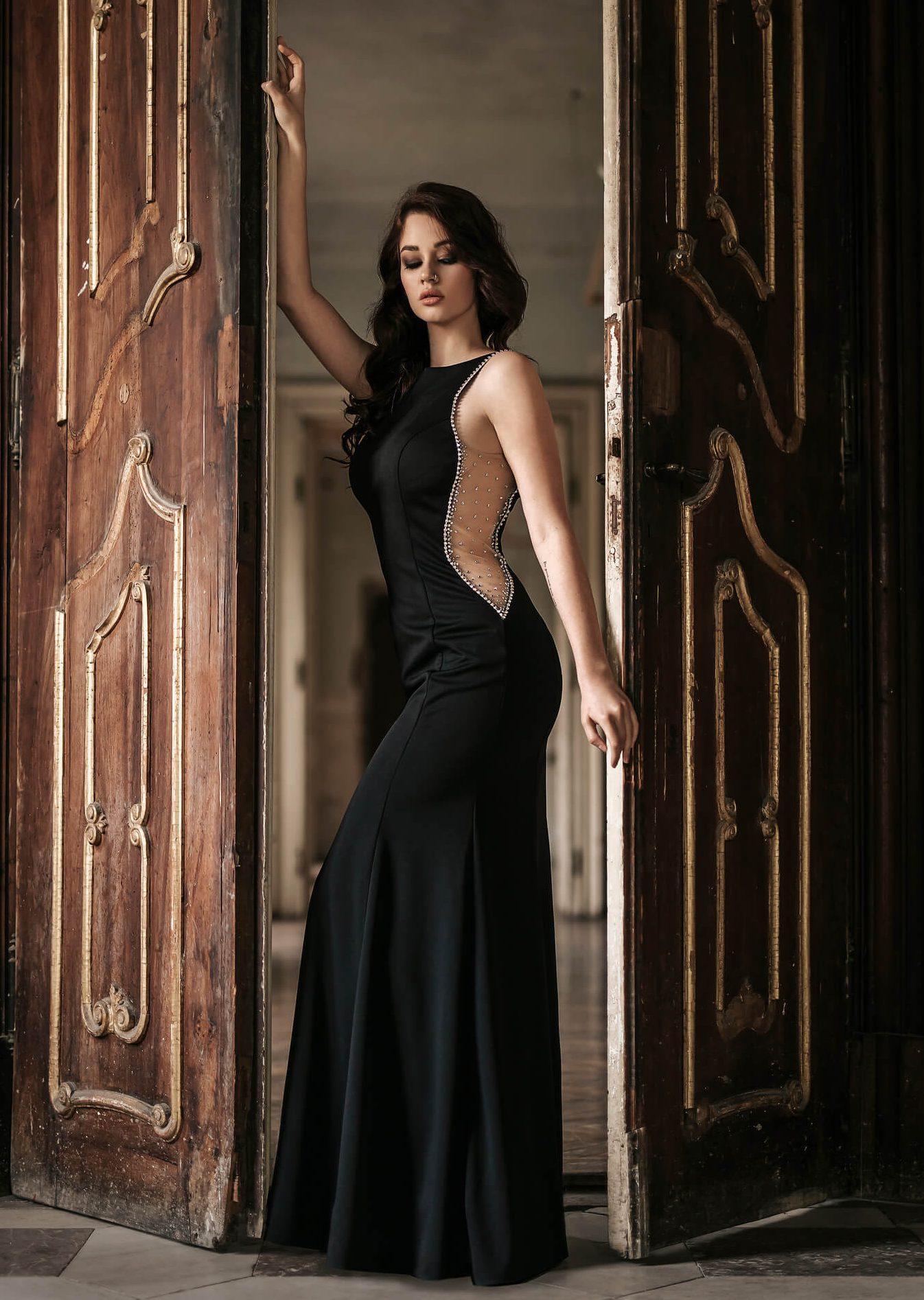dolga_crna_prosojna_vecerna_svecana_obleka_s_kristali